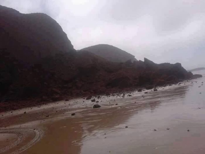 Rock Archway Collapses On A Moroccan Beach (3 pics)