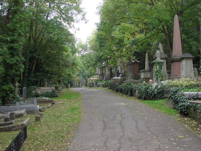 This Haunted Cemetery Has Become Legendary (9 pics)