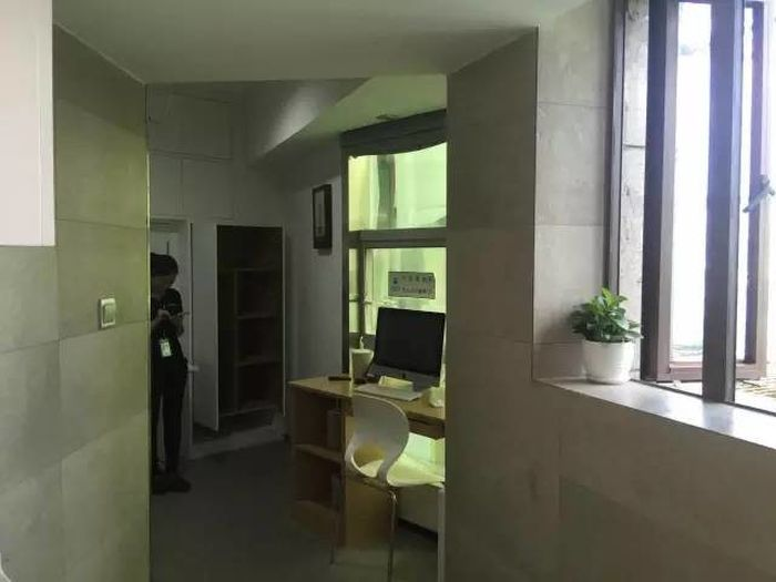 Tiny Six Square Meter Apartment Has Everything You Need In One Room (6 pics)