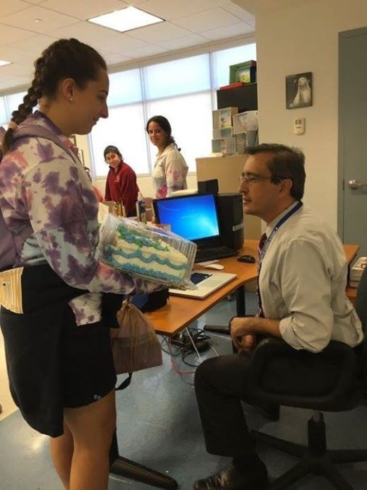 Teacher Cracks Up When He Sees Student's Surprise Gift (4 pics)