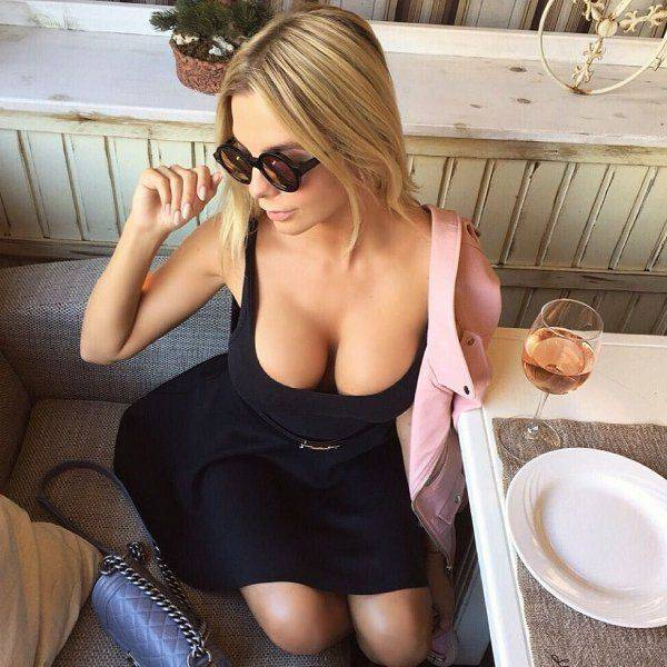 Beautiful Busy Babes Are A Mouthwatering Sight (49 pics)