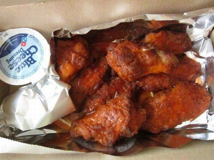 Girl Gets Something Completely Different After Ordering Domino's Wings (4 pics)