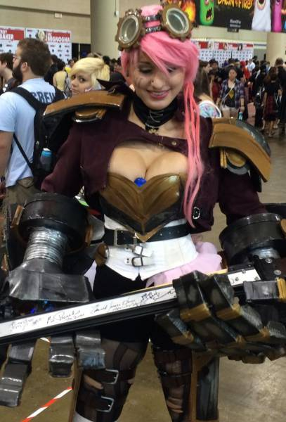 Gorgeous Cosplayers Love To Hold The Nerd Cane (39 pics)