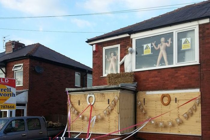 Couple Returns Home From Honeymoon To Find Their House Trashed (4 pics)