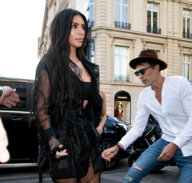 Ukranian Guy Gets Busted For Trying To Kiss Kim Kardashian's Ass (6 pics)