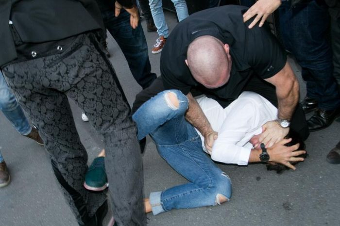 Ukranian Guy Gets Busted For Trying To Kiss Kim Kardashian's Ass (6 pics)