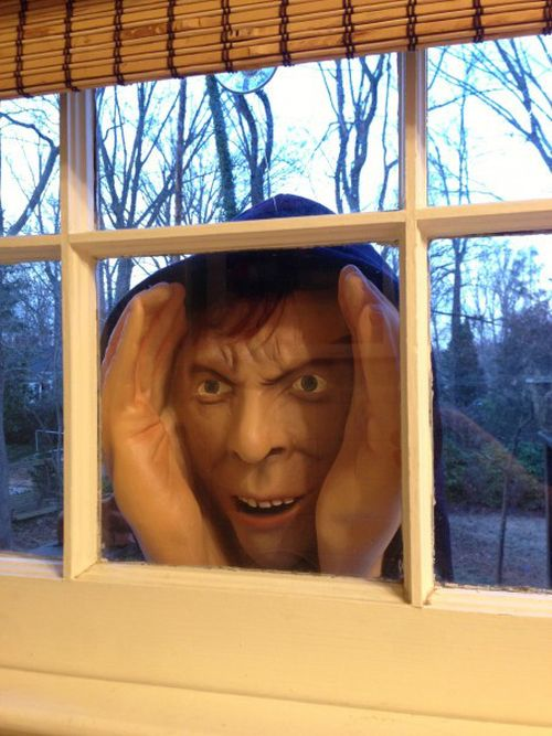Halloween Decoration Gets Removed From Stores For Being Too Creepy (3 pics)