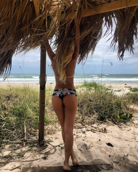 A Collection Of Gorgeous Women With Good Looking Butts (58 pics)