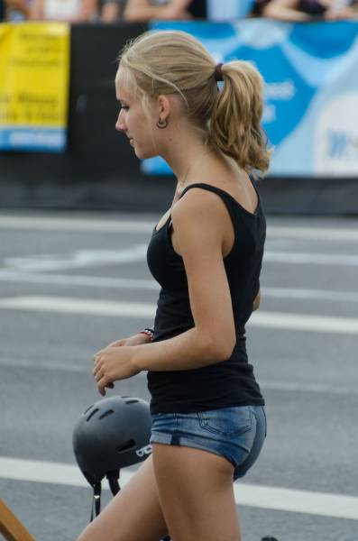 Beautiful And Sexy Babes Spotted In The Street (42 pics)