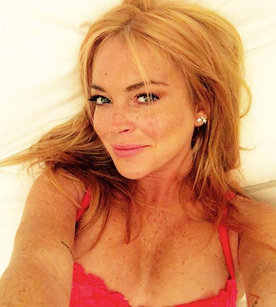 Lindsay Lohan Loses A Piece Of Her Finger In A Boating Accident (2 pics)