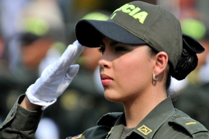 Beautiful Police Officers From All Around The World (25 pics)