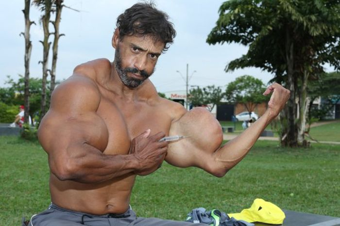 Bodybuilder Gets Ripped After Pumping Oil Into His Body (7 pics)