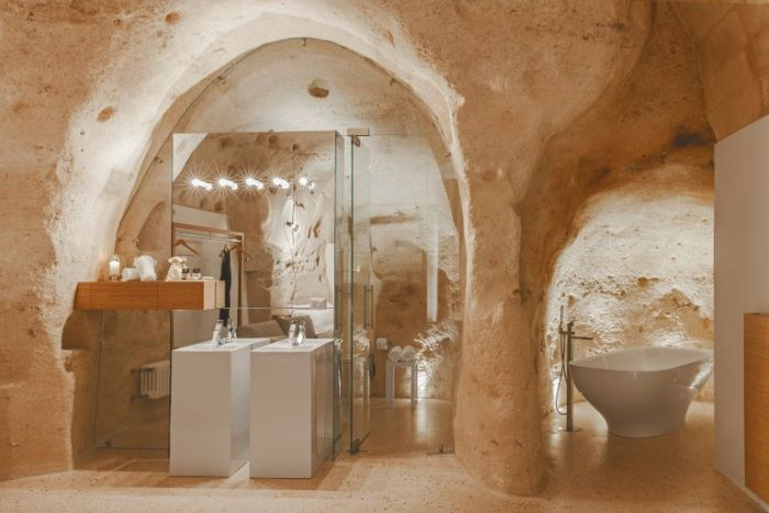 Inside This Italian Cave There Is An Incredible Hotel (16 pics)