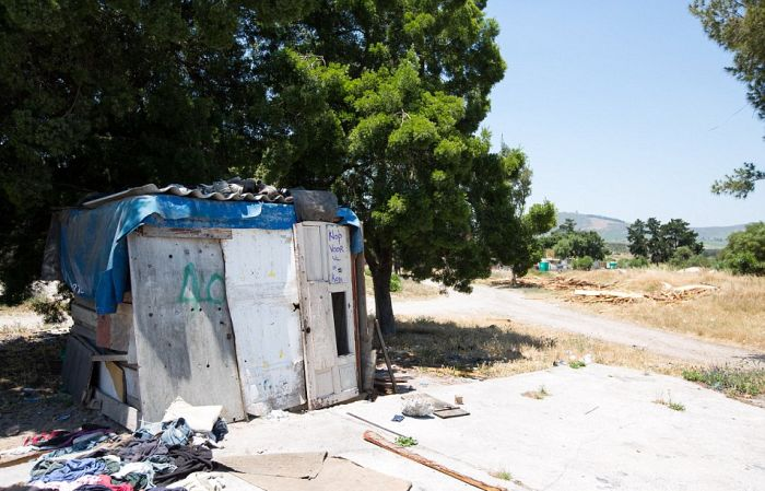 An On The Ground Look At The White Ghettos Of South Africa (25 pics)