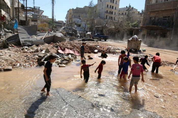 Chrildren Play With Water In A War Zone (15 pics)