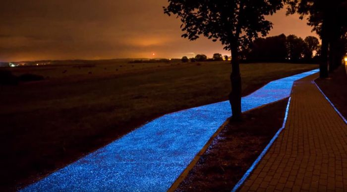 Glow In The Dark Bicycle Path Unveiled In Poland (4 pics)