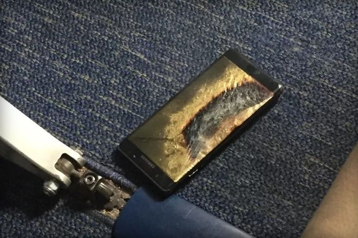 Samsung Galaxy Note 7 Explodes On A Southwest Airplane (2 pics)
