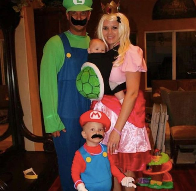 Parents Who Found Clever Ways To Make Their Baby Part Of Their Halloween Costume (16 pics)
