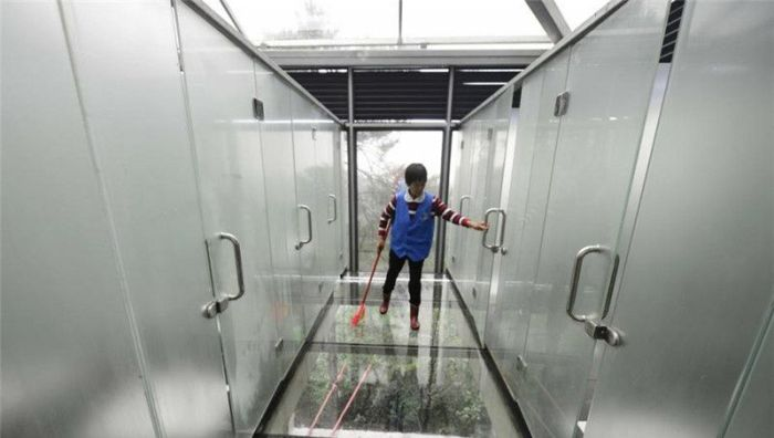 This Bathroom In A Chinese Park Has Translucent Walls (9 pics)