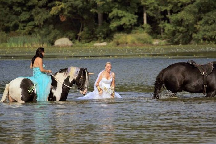 Bride Gets Dunked By A Unicorn During Her Bridal Shoot (4 pics)