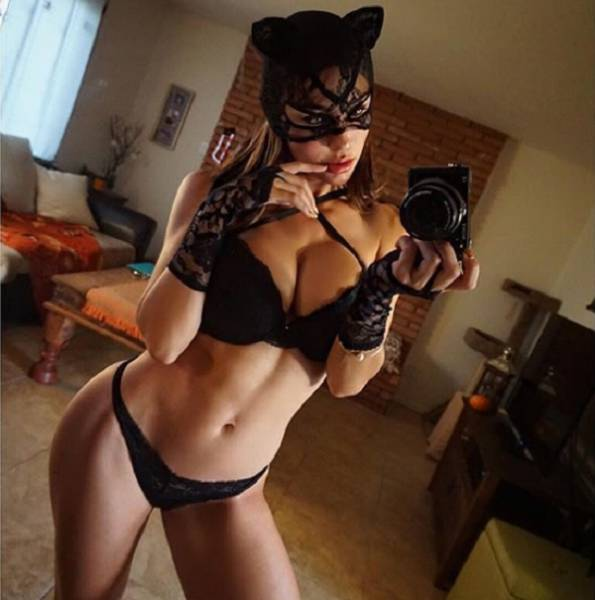 Facts About Halloween And Hot Girls That Will Keep You Busy For A While (24 pics)