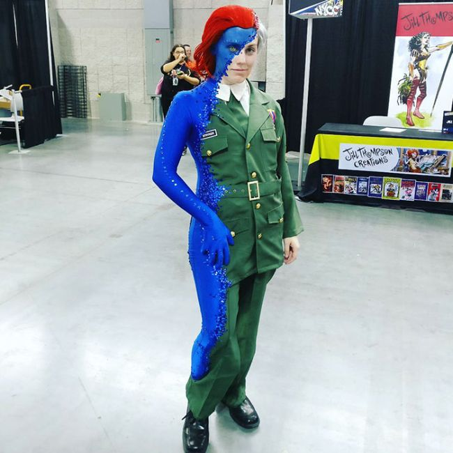 This Mystique Cosplay Blew Everyone Away At New York Comic Con (3 pics)