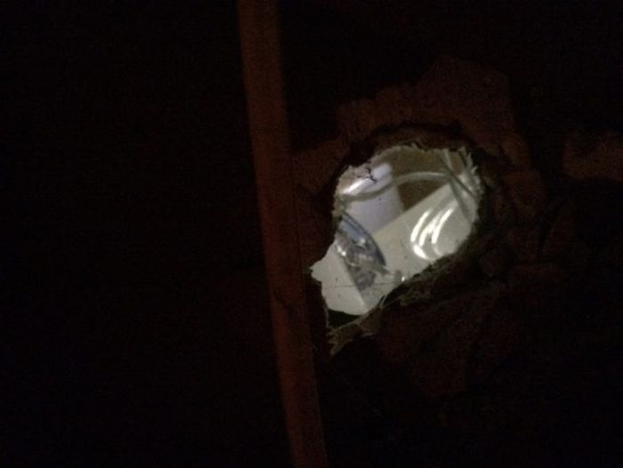 This Person Found A Creepy Hidden Room Inside Their Bathroom (4 pics)