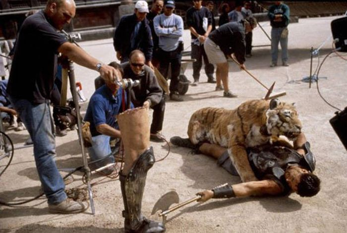A Behind The Scenes Look At Some Of Hollywood's Most Legendary Movies (31 pics)