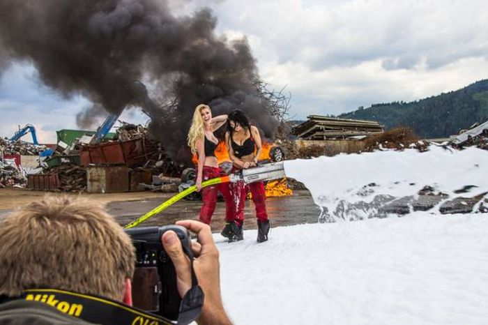 Behind The Scenes Photos Of Gorgeous Firefighter Girls That Will Make You Melt (40 pics)