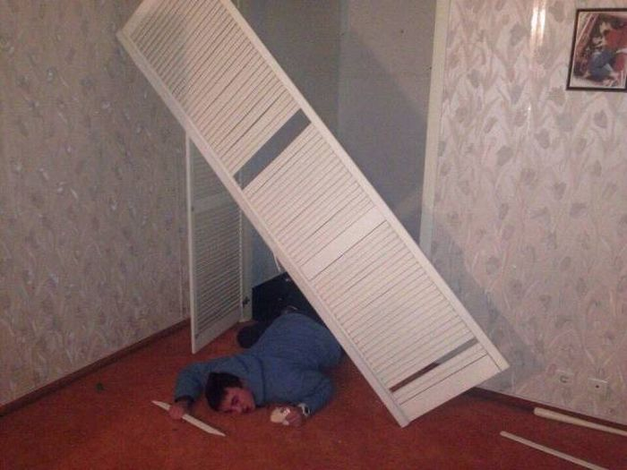 Examining The Aftermath Of A Crazy College Party (10 pics)