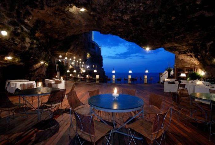 These Amazing Hotels Are Far From Ordinary (44 pics)