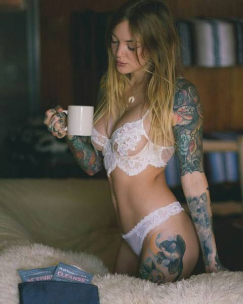 Hot And Hardcore Girls With Sexy Tattoos (47 pics)