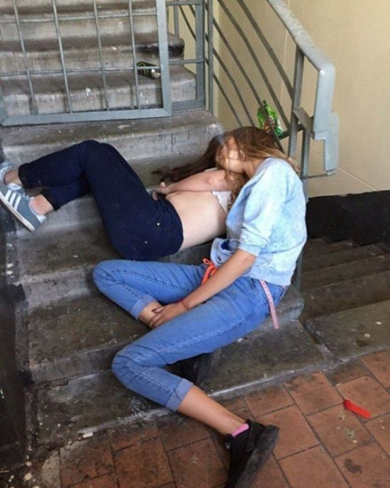 A Fun Collection Of Drunk Girls Being Drunk (21 pics)