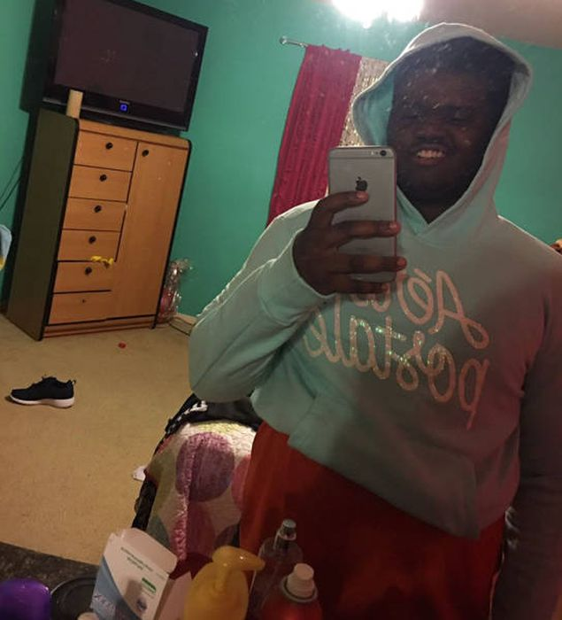 Guys Step Up And Fight Back Against Girls Stealing Their Hoodies (40 pics)