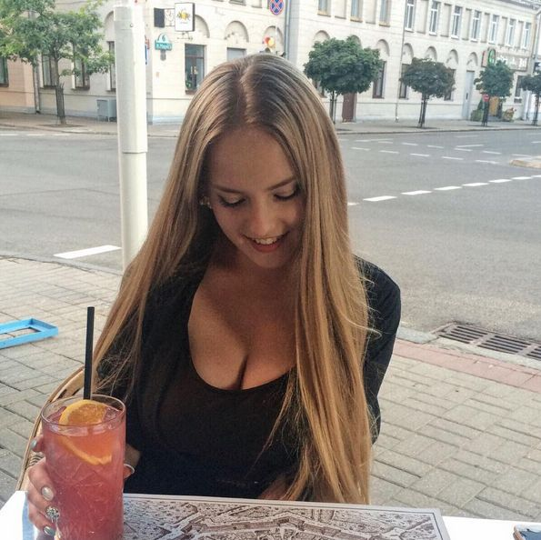 This Might Be The Hottest Math Teacher In The World (20 pics)