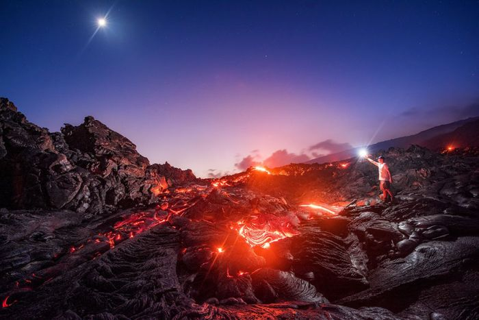 Photographer Risks Getting Burned To Capture An Incredible Photo (2 pics)