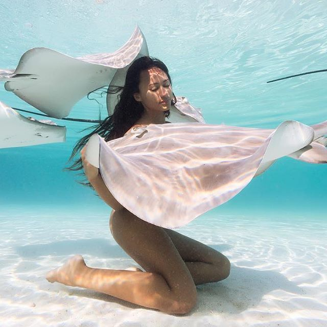 Meet Rava Ray, The Sexy Queen Of The Stingrays (32 pics)