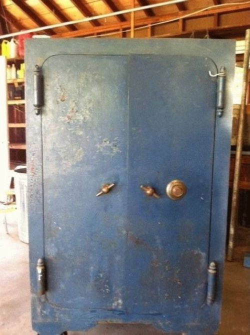 Stash Of Loot Hidden Inside Grandma's Safe (7 pics)