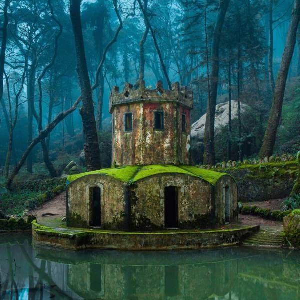 Breathtaking Photos Of Beautiful Abandoned Places (22 pics)