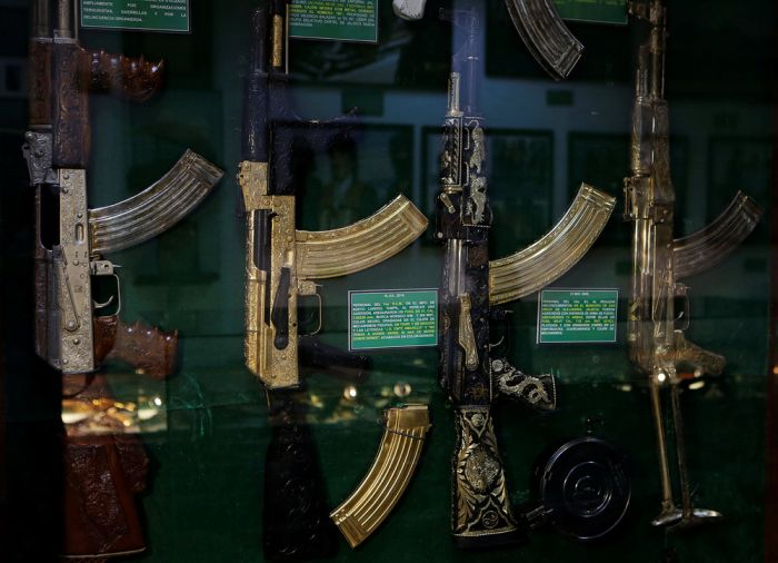 Golden Weapons That Once Belonged To Mexican Drug Lords (15 pics)