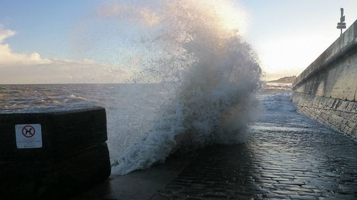 Woman Gets Dragged Into The Sea By A Powerful Wave (13 pics)