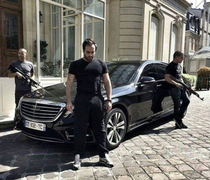 Assad's Henchmen Live A Life Of Luxury As Aleppo Burns (24 pics)