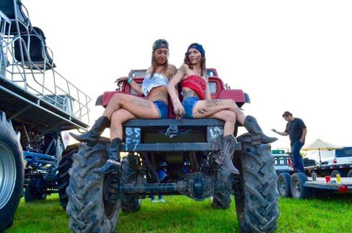 Hot Girls Covered With Mud Are A Fun Kind Of Dirty (35 pics)
