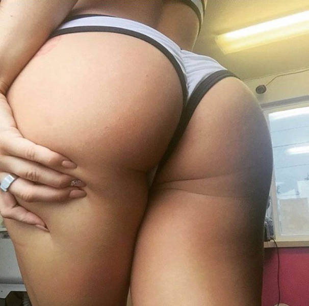 These Girls Enjoy Showing Off Their Great Butts (67 pics)