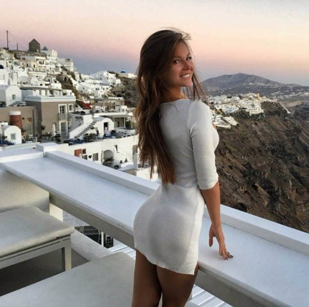 A Tight Dress Can Turn A Sexy Girl Into A Smoke Show (47 pics)