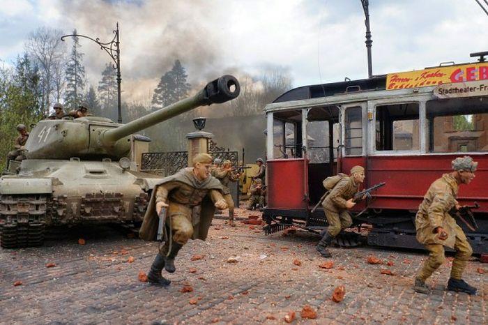 Incredible Diorama Recreates The Drama Of War (32 pics)