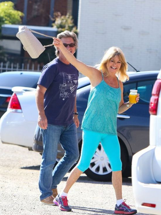 Kurt Russell And Goldie Hawn Aren't Afraid Of The Paparazzi (5 pics)