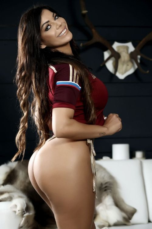 Miss BumBum Suzy Cortez Poses For A Cheeky Photoshoot (7 pics)
