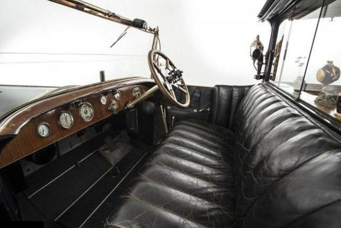 The Interior Of This Rolls-Royce Is Pure Class (15 pics)