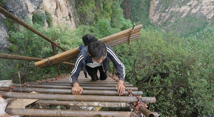 Chinese Villagers Finally Get A Steel Ladder To Make Climbing Safer (11 pics)